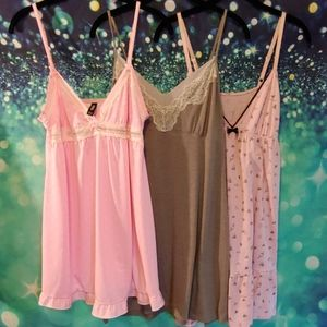 3 bundle nightgowns size large apt.9